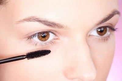 眼睛紅腫破壞美麗!眼妝挑選7步驟遠離感染