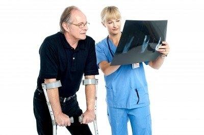人工關節異常感染,恐致肌肉萎縮與關節硬化