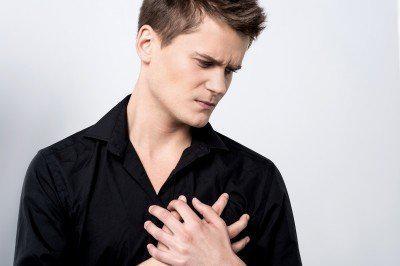 年紀輕有胸痛、胸悶!可能患了「氣胸」