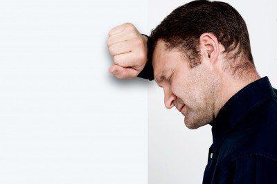 腹痛、脾氣暴躁…原來這些都是憂鬱症前兆!