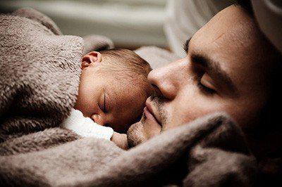 每天晚上到底該睡幾小時?專家:按年齡來區分