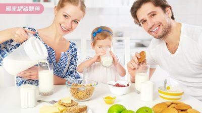 只能喝果汁、牛奶?咖啡對孩童健康有影響嗎?