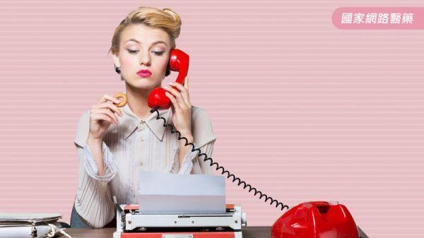 歪著頭講電話提高中風危險?