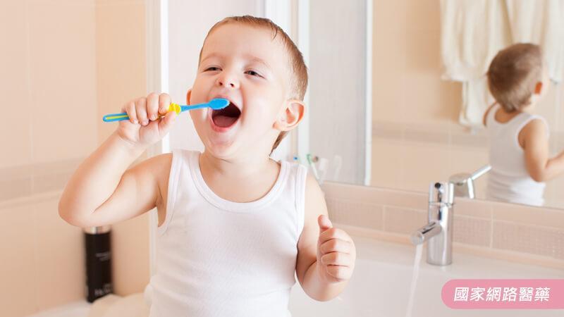 三秒鐘的事思考一生,寶寶大舌頭要不要「剪」舌繫帶?