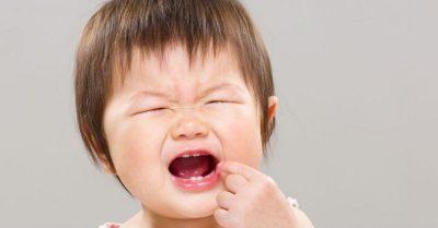 寶寶長牙哭鬧,別亂塗止痛藥!用這兩招緩解