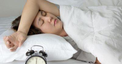 研究:生完第一胎「睡眠不足」持續6年,媽媽比爸爸少45分鐘!