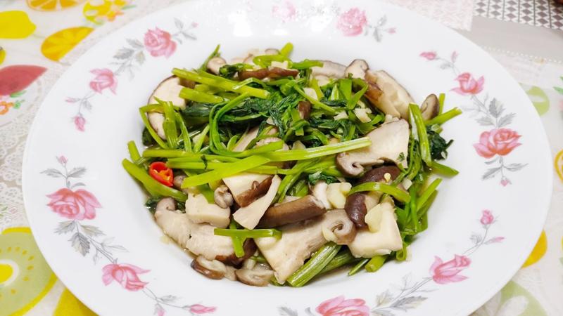 減脂食譜:鮮菇炒空心菜