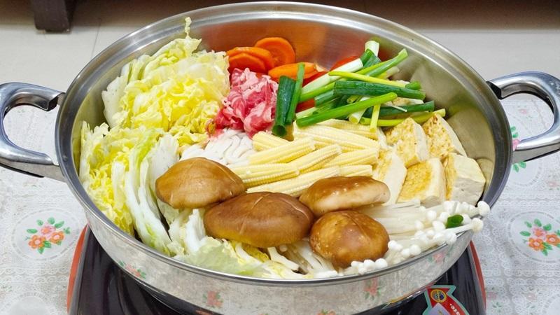 減脂食譜:簡單牛肉壽喜燒 (三人份)